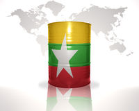barrel avec le drapeau de myanmar sur la carte du monde illustration stock