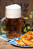 Barrel with hops and a large glass of beer Royalty Free Stock Images