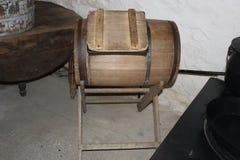 Barrel le navire à l'intérieur de la cuisine amish traditionnelle montrée au village amish Photographie stock
