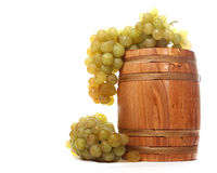 Barrel with white grapes Royalty Free Stock Photos