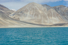 Barren mountains in backdrop of blue lake Royalty Free Stock Images