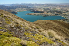 Barren slopes above lake Wanaka, New Zealand Stock Photos