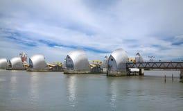 Barrera de Londres en la opinión del río Támesis Fotografía de archivo libre de regalías