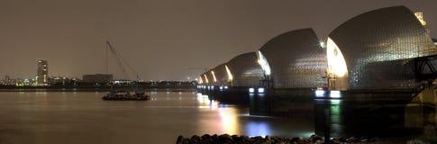 Barrera de Thames en la noche panorámica Imagen de archivo libre de regalías
