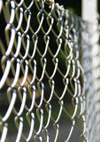 Barrera gris inconsútil del alambre, símbolo de la propiedad y protección Imágenes de archivo libres de regalías