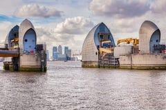 Barrera Reino Unido del Támesis de Londres fotografía de archivo