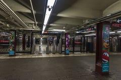 Barreras automáticas del boleto del control de acceso en la estación de metro en New York City, los E.E.U.U. fotografía de archivo libre de regalías