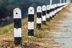 Barreras del borde de la carretera Imágenes de archivo libres de regalías