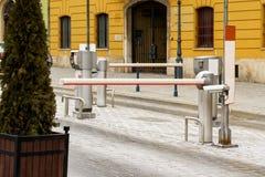 Barreras para que coches entren y salgan foto de archivo libre de regalías