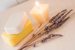 Barres colorées de savon avec la décoration Photographie stock