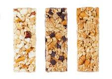 Barres d'énergie de céréale de protéine avec les écrous et le caramel Photographie stock