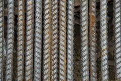 Barres d'acier Barre de renforcement barres d'acier rouillées de matériaux de construction, dans un chantier de construction images stock