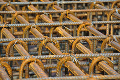 Barres d'acier déformées laminées à chaud ou barre en acier de renfort photographie stock