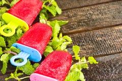 Barres de crème glacée de fraise Dessert pour l'été ou toute la saison Photos stock
