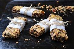 Barres de granola délicieuses images libres de droits