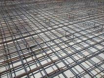 Barres de renforcement concrètes à un chantier de construction Photographie stock