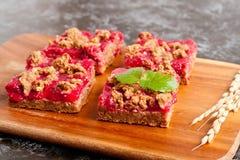 Barres de tarte de framboise, menthe décorée Image libre de droits