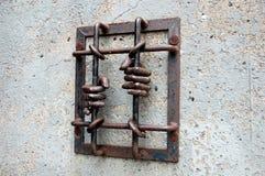 Barres et mains de prison Images libres de droits