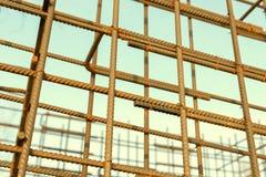 Barres rouillées de renfort en métal Renforcement des barres d'acier pour l'armature de construction Image stock