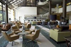 Barrestaurant in hotelhal stock afbeeldingen