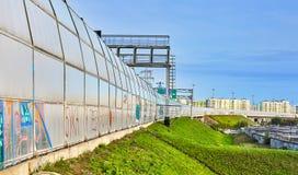 Barriär för förbikopplingsvägstaket utifrån, St Petersburg, Ryssland royaltyfri foto