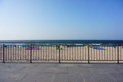 Barriär vid stranden royaltyfria foton