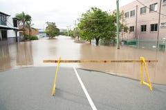 barriären översvämmar den montaguequeensland vägen Royaltyfri Fotografi