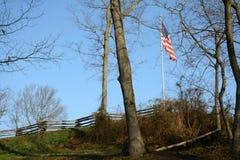 Barrière avec le drapeau photographie stock