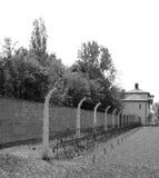 Barrière barbelée dans le camp de Nazi de Sachsenhausen Image libre de droits