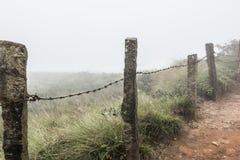 Barrière concrète sur des collines photo stock
