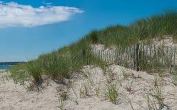 Barrière d'érosion de dune de sable photographie stock libre de droits