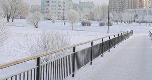 Barrière d'escalier et en métal en hiver clips vidéos