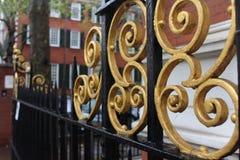 Barrière d'héritage dans l'or et la couleur noire image libre de droits