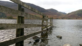 Barrière dans le lac Photo stock