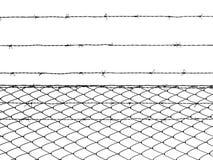 Barrière de barbelé d'isolement sur le fond blanc Photos stock