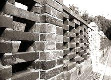 Barrière de brique rouge, structure architecturale en noir et blanc Photographie stock libre de droits