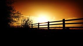 Barrière de coucher du soleil photographie stock libre de droits