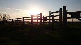 Barrière de coucher du soleil image libre de droits