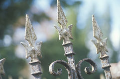 Barrière de fer travaillé au cimetière, Catskills, NY Photographie stock libre de droits