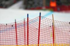 Barrière de neige à la station de sports d'hiver image libre de droits