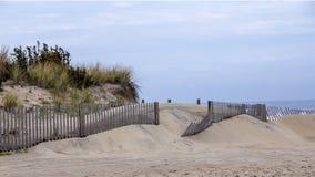 Barrière de neige sur la plage Photographie stock libre de droits