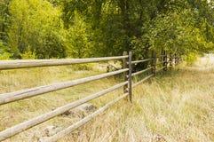 Barrière de rail en bois Photos stock