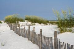 Barrière de sable à la plage de Pensacola images libres de droits