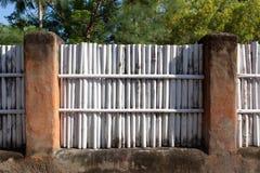 Barrière en bambou blanche Photographie stock