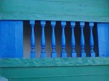 Barrière en bois bleue, Photo stock