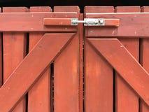 Barrière en bois de Brown avec le cadenas Photographie stock