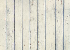 Barrière en bois de planche avec une fin blanche de couleur de vieille peinture  Detaile Photos libres de droits