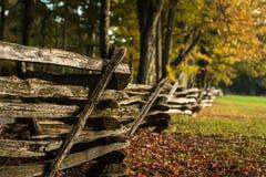 Barrière en bois en automne Images stock