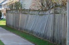 Barrière en bois endommagée Images stock