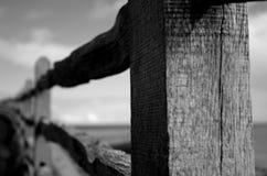 Barrière en bois superficielle par les agents B Photo libre de droits